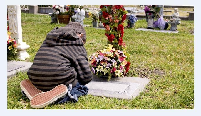 Un enfant en deuil. Photo : IS/iStockphoto
