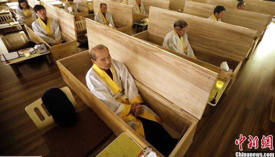 Corée du Sud : un enterrement factice pour renaître à la vie