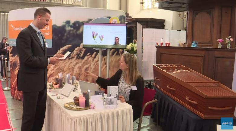 Salon du funéraire à Amsterdam : pour une perception ludique, individualisée et élégante de la mort
