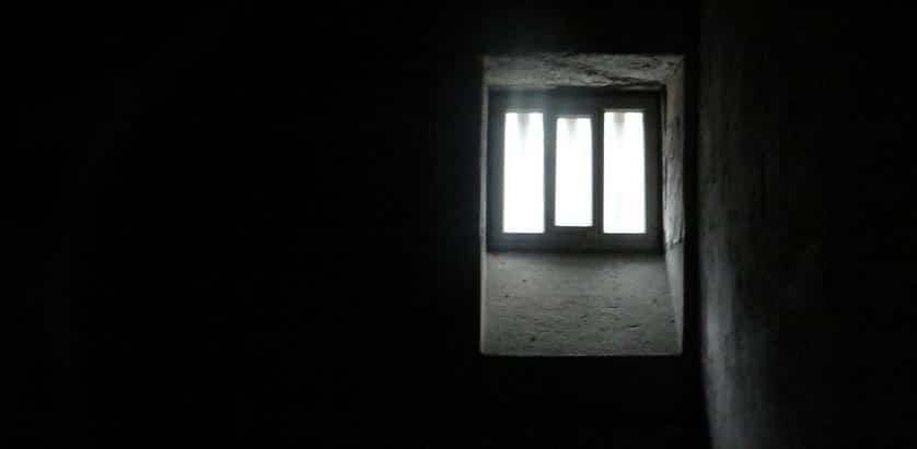 Funérailles : un détenu peut-il y assister ?