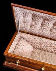 cercueil ouvert objets précieux