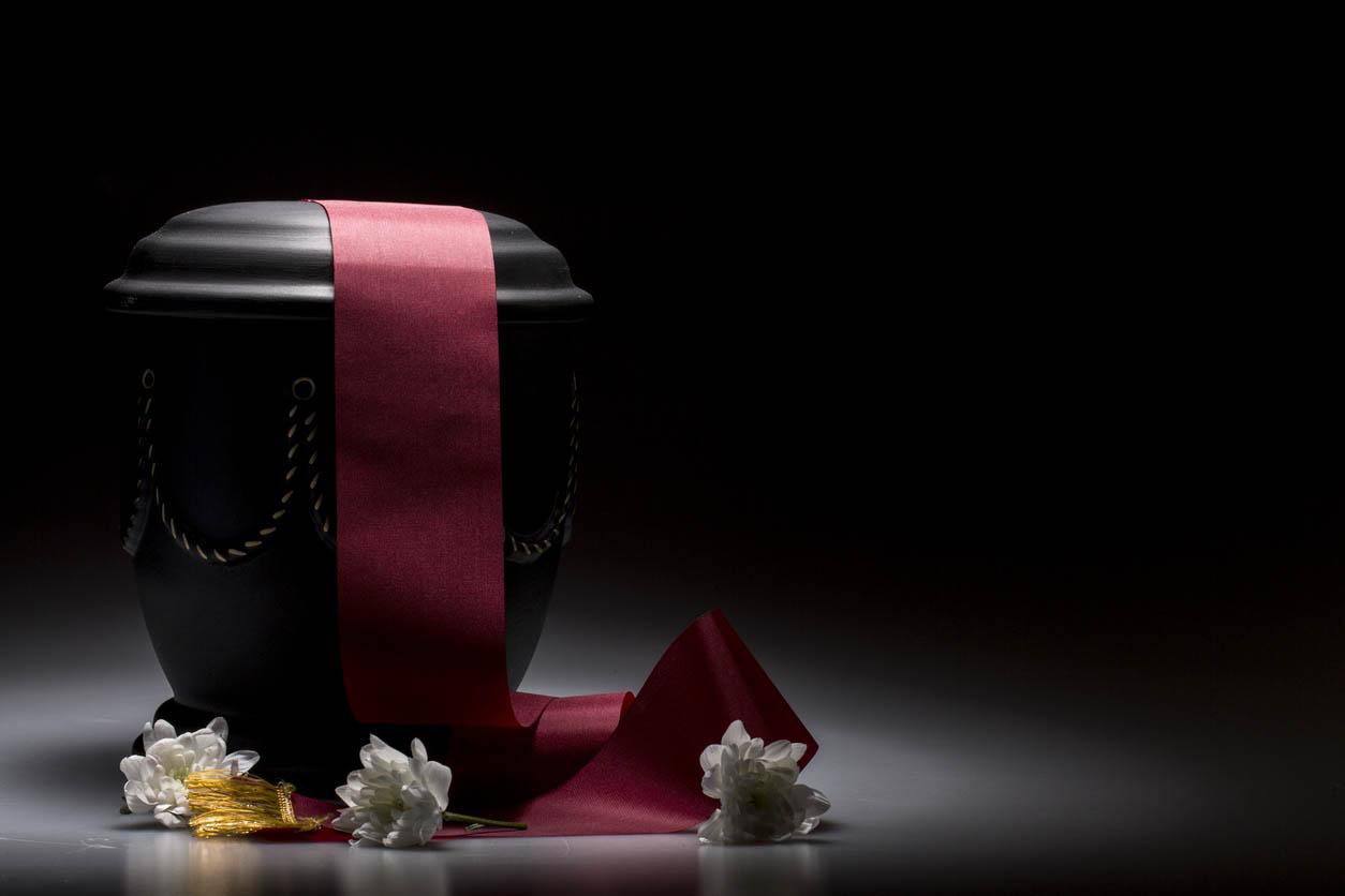 Urne funéraire noire avec bandeau rouge